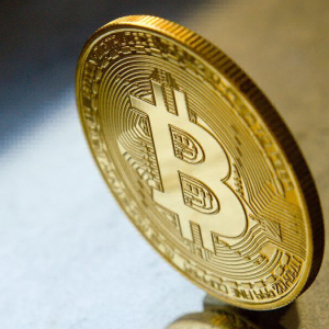 Bitcoin Futures volumes on CME, Bakkt dip as Open Interest recovers