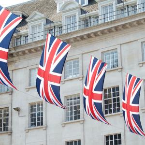 Los ejecutivos destacados del Banco de Inglaterra deben considerar las monedas digitales como opciones