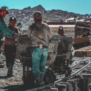 Chile aprovechará Blockchain para disminuir emisiones de CO2 en sector minero