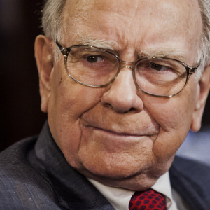 Warren Buffett Slates Bitcoin, Denies Owning Crypto Gifted by Justin Sun