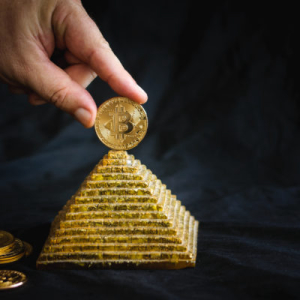 Only Bitcoin Gets to Be 'Legal Pyramid Scheme' Like Gold, Says Mike Novogratz
