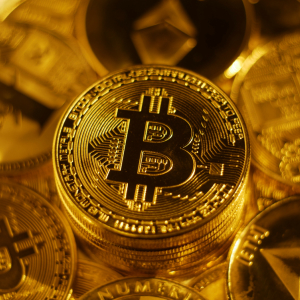 Bitcoin Hits New 2019 High Above $8,900