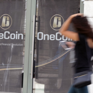 Crypto Ponzi OneCoin May Have Used Flood of Fake Reviews to Boost Ailing Image