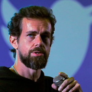 Twitter is considering to introduce a feature that would allow users to tip each other.