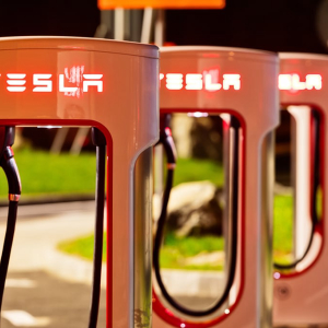 TSLA Stock Below $800, Bullish in Long Term, Tesla to Roll Out Million-Mile Battery