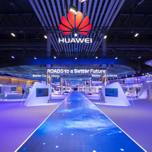 U.S. Budget Chief Asks for a Huawei Ban Delaying