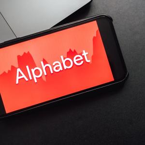 Alphabet (GOOGL) Stock Up 1.97%, Deutsche Bank Hiked Price Target to $1,700