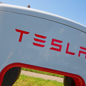 Tesla (TSLA) Stock Rises 8% to $761 on Monday after 10% Sell-Off on Friday