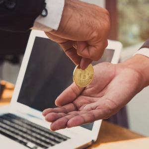 Empleados en Nueva Zelanda cobrarán sueldos en bitcoin y otras criptomonedas