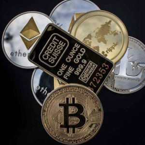 Bloomberg Strategist Explains Key Macro Drivers for Prices of Gold and Bitcoin