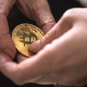 Gold Bug Peter Schiff Predicts Bitcoin Will 'Collapse'