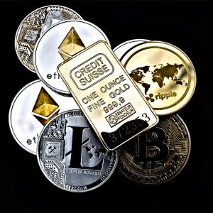 """Bitcoin crashes with altcoins; correlation could delay """"alt season"""""""