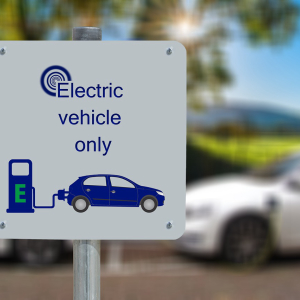 Decentralized electric car charging network: Honda and GM unveils standards