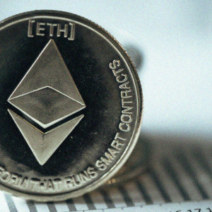 Ethereum price prediction: ETH crawling to $395, analyst