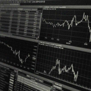 EOS price falls to $2.47: what's next?