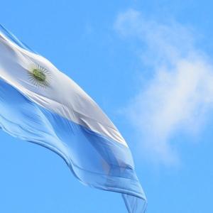 Precio de Bitcoin vale USD $800 más en Argentina: ¿Bitcoin como «moneda-refugio»?