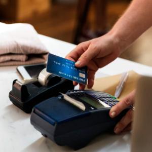 Monolith anuncia lanzamiento de tarjeta de débito Visa que permite hacer pagos con DAI
