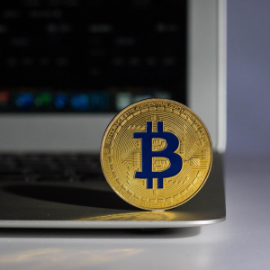 "If Bitcoin (BTC) Loses $9,000, Things Could Get ""Nasty"""
