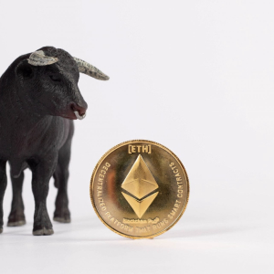 Ethereum's (ETH) Bullishness Depends on the $365 Support Zone