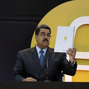 Maduro: Planes Must Buy Their Fuel with Petros