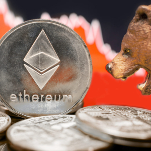 After Flash-Crashing to $191, Analysts Expect Ethereum to Continue Dropping