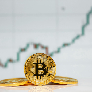 Bitcoin Continues Respecting Seven-Year Trendline as Bullish Momentum Flourishes