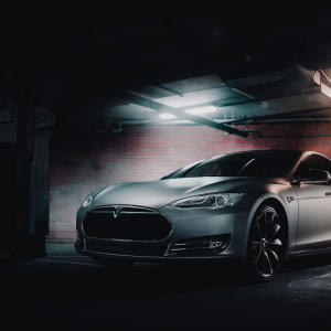 Tesla Owner Successfully Dual-boots Linux and TeslaOS