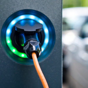 English Government Pushes for Broader Adoption of Electric Cars