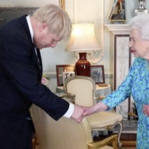 Countdown to Brexit: Pound Rises, Bitcoin Falls as Boris Meets the Queen