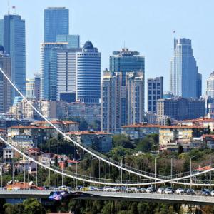 Turkish Lira Under Pressure While the Economy Roars