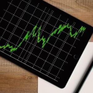 Bitcoin Holds Near Highs Amid Slight Pullback